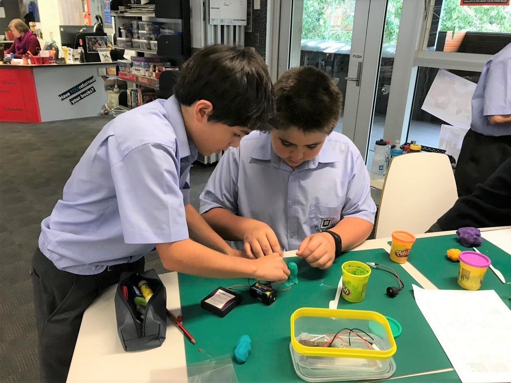 Something Squishy This Way Comes The Pulse How To Build A Electrical Circuit In First Lesson Ms Smith Guided Students Through Basic Concepts Of Circuits Safety And Make Simple Series Parallel